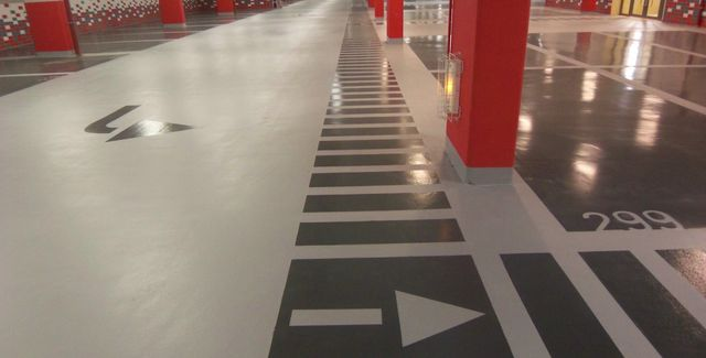 self-levelling epoxy floor